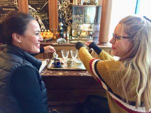 Mientras disfrutamos de un rico café en un lugar mágico...